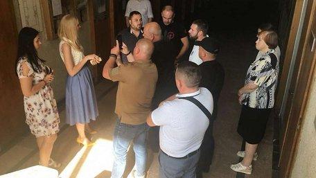 Група праворадикалів захопила палац культури у Львові, щоб зірвати неіснуючі «фашистські заходи»