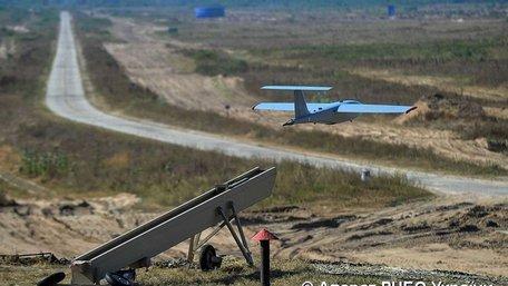На військовому полігоні ЗСУ випробували нові безпілотники і вертольоти