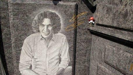 Мати Кузьми «Скрябіна» заявила про неправомірне використання похоронними бюро портрета її сина