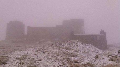 На високогір'ї українських Карпат випав перший сніг