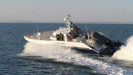 Катер РФ здійснив провокацію під час заходження українських кораблів до порту Маріуполя