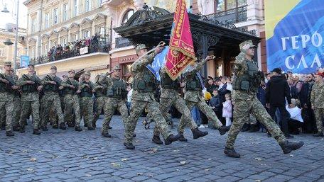 Військовий марш у центрі Львова зняли з висоти пташиного польоту