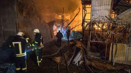 В Одесі на узбережжі згоріли 16 будиночків для відпочинку