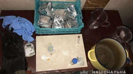 У Дрогобичі 35-річний чоловік в домашній нарколабораторії виготовляв амфетамін