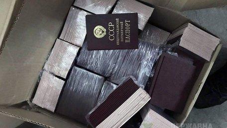 У Краковці затримали українця з сотнями радянських паспортів та орденів