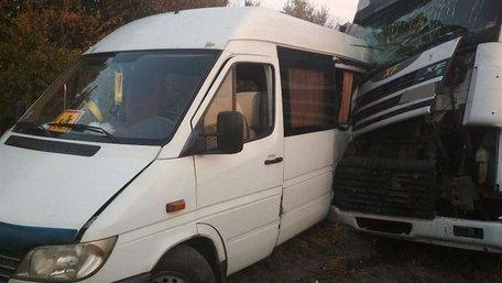 На Черкащині автобус з дітьми потрапив у ДТП, одна дівчинка загинула