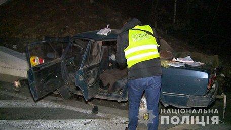 На Вінниччині троє людей загинули внаслідок зіткнення автомобіля з опорою моста