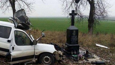 На Золочівщині внаслідок зіткнення з рейсовим автобусом загинув водій автомобіля