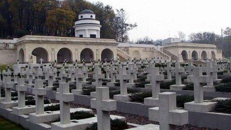 У Львові затримали чотирьох осіб, що вчинили провокацію на Цвинтарі орлят