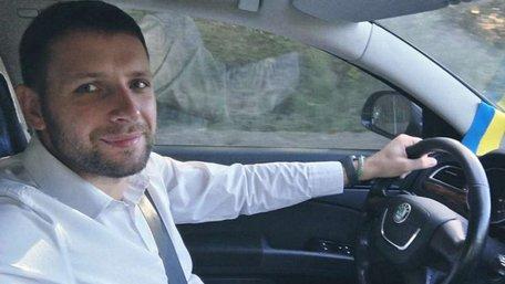 Вночі нардеп Володимир Парасюк в'їхав у припарковане авто у Львові