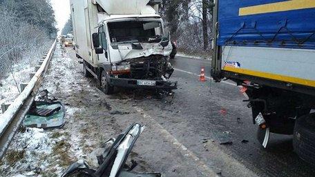 Унаслідок зіткнення двох вантажівок на трасі Львів-Краковець постраждав 24-річний водій