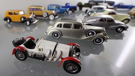 У старому трамвайному депо Львова відкрили виставку автомоделей
