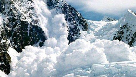 Рятувальники попередили про лавинну небезпеку в Карпатах через опади і потепління