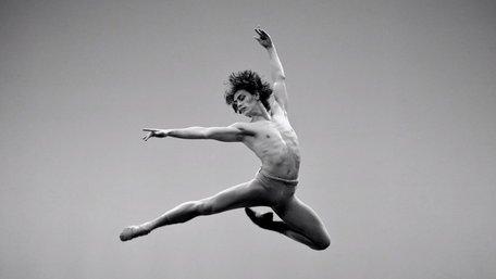 Паризька Опера відмовилась працювати з українським танцівником, який заявляв про любов до Путіна