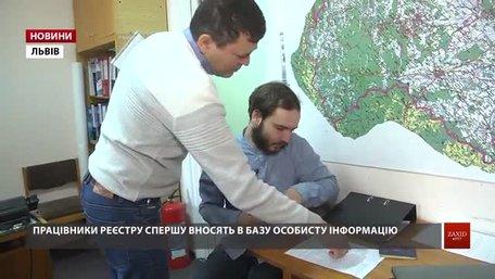 Переселенці реєструються на виборчих дільницях Львова
