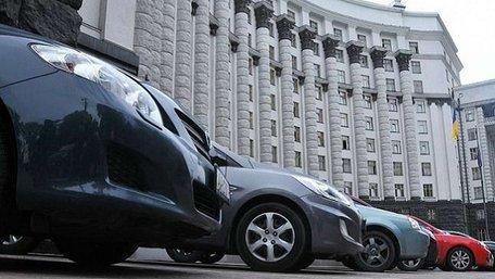 Кабмін продав частину автопарку, зокрема Land Cruiser та кілька Mercedes