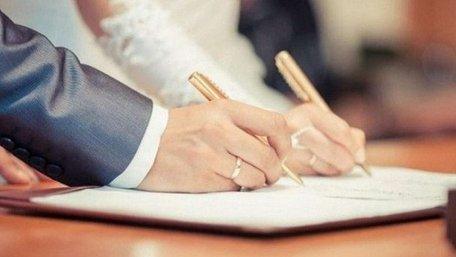 Чоловіки в Україні відтепер можуть звертатися до поліції із заявою про примус до шлюбу