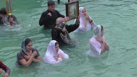 Нічого святого у купаннях на Водохреще нема