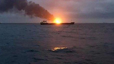 У Керченській протоці спалахнули два торгові судна, щонайменше 10 загиблих