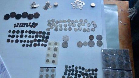 Львівські прикордонники вилучили у 56-річного пасажира потяга колекцію старовинних монет
