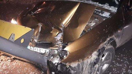 П'яний таксист без посвідчення водія протаранив зупинку громадського транспорту у Львові