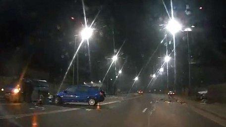 Неподалік Львова внаслідок зіткнення авто загинув неповнолітній водій