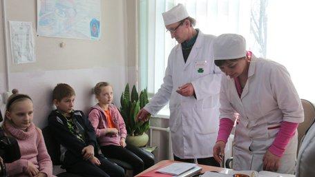 На Львівщині за один день спецоперації МОЗ вакцинували від кору 965 школярів
