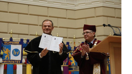 Дональду Туску вручили диплом почесного доктора львівського університету