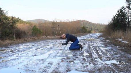 Священик УГКЦ зняв кліп на пісню «Плакала» про аварійну дорогу на Львівщині