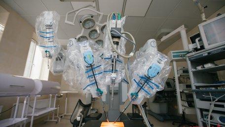 Уперше в Україні пацієнток вінницької клініки прооперував робот-хірург
