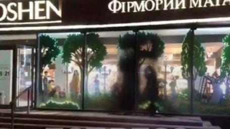 У Києві втретє за тиждень в магазин Roshen кинули «коктейль Молотова»