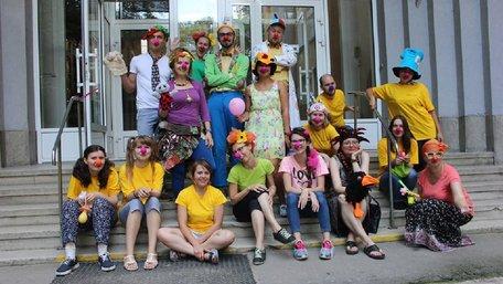 Львів'ян запрошують приєднатися до команди волонтерів-клоунів, які відвідують дітей у лікарнях