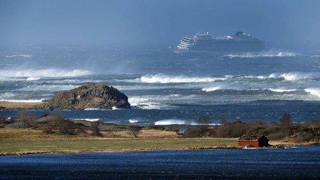 У Норвегії зазнало аварії круїзне судно із 1300 пасажирами на борту