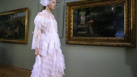 Олена Даць показала колекцію SS19 у Галереї мистецтв