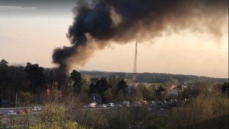 У Новояворівську масштабна пожежа спричинила затори на дорогах