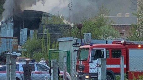 Біля заводу «Ензим» у Львові виникла масштабна пожежа на складах