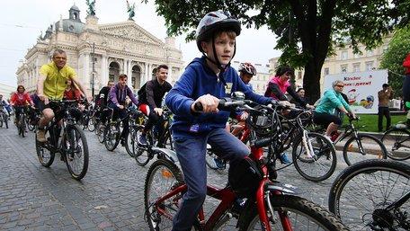 Більше тисячі велосипедистів проїхалися вулицями Львова на Велодень