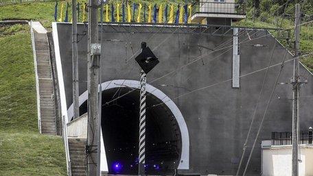 «Укрзалізниця» розповіла, скільки поїздів за рік пройшло через Бескидський тунель
