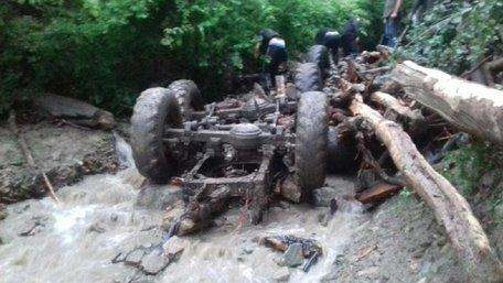На Закарпатті через падіння лісовоза в річку загинули п'ятеро людей