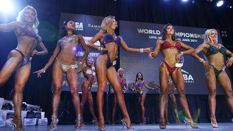 У Львові проводять чемпіонат світу з бодібілдингу та фітнесу