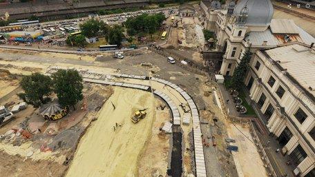 Масштабний ремонт площі Двірцевої у Львові в одному кадрі. Фото дня