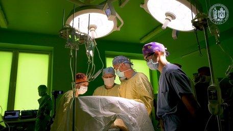 За роботою американського дитячого хірурга  у Львові спостерігали понад 50 українських медиків