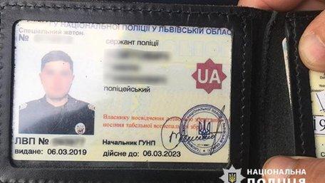 Львівського поліцейського затримали на збуті наркотиків