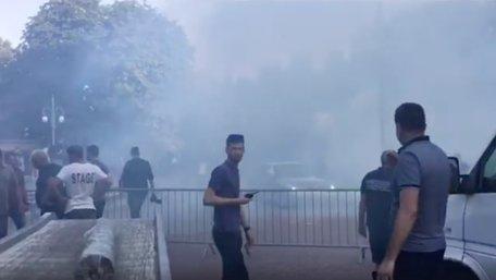 У Стрию під час виступу Порошенка у натовп кинули димову шашку