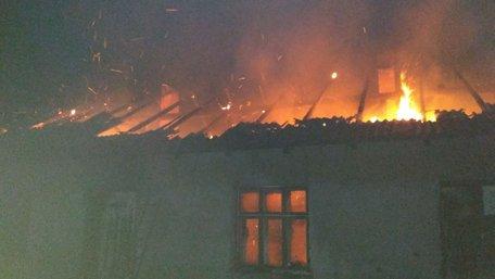 На Львівщині через пожежу в будинку чоловік потрапив у лікарню