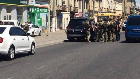 В Одесі невідомий захопив у заручники працівницю ломбарду