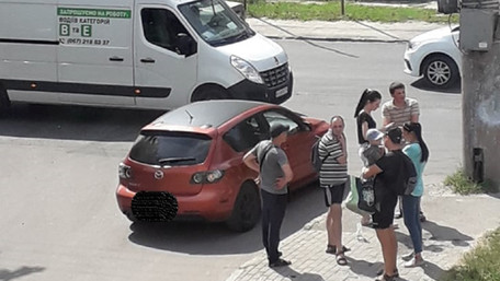 Двоє невідомих вкрали з машини львів'янина понад 300 тис. грн на світлофорі