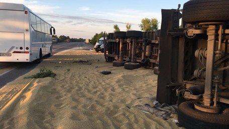 На Одещині внаслідок зіткнення двох зерновозів загинули троє людей