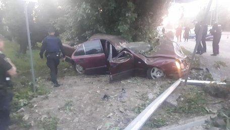 У Львові через зіткнення з деревом загинула 21-річна водійка