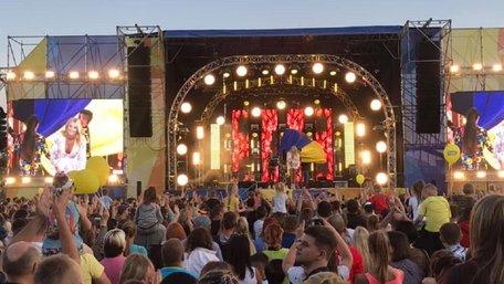 Популярна львівська співачка виступила на агітаційному концерті екс-регіонала у Харкові